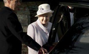Le duc d'Edimbourg, 90 ans, toujours hospitalisé deux jours après une opération en urgence, n'a pu prendre part dimanche pour la première fois aux célébrations de Noël auxquelles assiste traditionnellement la famille royale au grand complet.