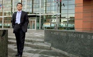 Le député socialiste Manuel Valls, le 25 mars 2010 à Evry.