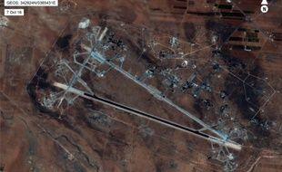Vue aérienne de la base militaire syrienne de al-Chaayrate frappée par les Etats-Unis le 7 avril 2017.