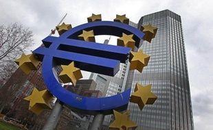 La zone euro a enregistré un excédent de son commerce extérieur de 81,8 milliards d'euros en 2012, contre un déficit de 15,7 milliards en 2011, selon une première estimation publiée vendredi par l'office européen de statistiques Eurostat.