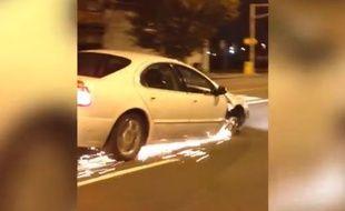 Capture d'écran d'une vidéo d'une conductrice roulant sur trois roues à Newark, le 17 novembre 2014.