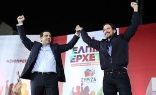 Alexis Tsipras, leader de Syriza, et Pablo Iglesias, du parti espagnol Podemos, le 22 janvier 2015 à Athènes.