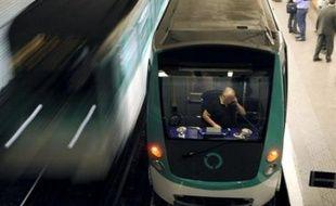 """Le nouveau métro se veut aussi """"plus respectueux de l'environnement"""" grâce à la limitation de la vitesse maximale, à 70 km/h contre 100 km/h, a aussi souligné M. Mongin. Moins de pointes de vitesse mais """"plus de puissance au démarrage"""", ce qui correspond mieux au réseau parisien avec ses stations très rapprochées, a-t-il aussi relevé."""