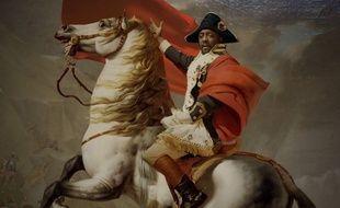 Dans le clip de «Mona Lisa Smile», Will.i.am apparaît à la place de Napoléon dans la toile de Jacques Louis David.