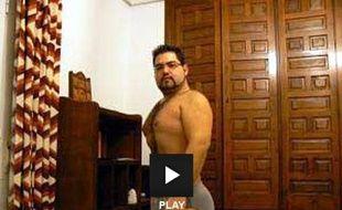 Capture d'écran d'une vidéo montrant le prêtre espagnol Samuel Martin, révoqué pour s'être prostitué sur Internet.