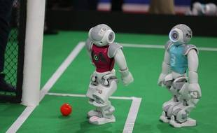 Robots de l'équipe allemande Nao Team à la RoboCup. Iran, 8 avril 2015.