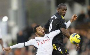 Le footballeur Fabrice Muamba (à droite) sous le maillot de Bolton le 17 décembre 2011