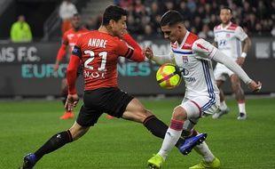 Benjamin André et Houssem Aouar, ici sur la pelouse du Roazhon Park vendredi 29 mars, seront de nouveau face à face mardi 2 avril en Coupe de France.