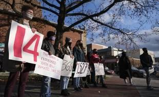 Une manifestation contre la peine de mort devant le pénitencier de Terre-Haute, dans l'Indiana.