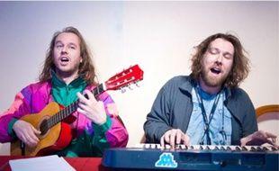 Le duo de chanteurs se lance dans la fiction télé, sur Comédie.