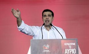 Alexis Tsipras a appelé les électeurs à voter pour Syriza, lors d'un meeting à Athènes, le 18 septembre 2015, afin de lui donner une chance de résoudre la crise de la dette grecque.