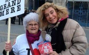 Frigide Barjot invite Lucienne du «Petit Journal» de Canal+ à manifester à ses côtés.