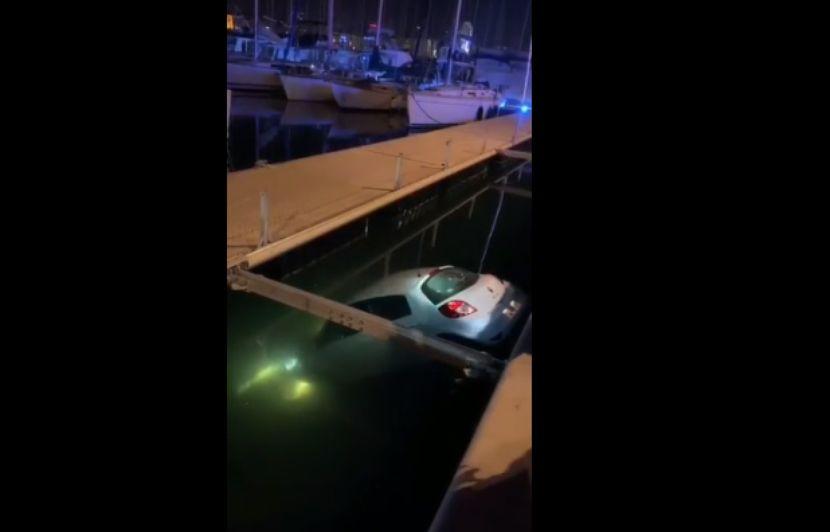 Marseille: Il oublie le frein à main, sa voiture tombe dans le Vieux-Port