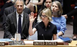 Kelly Craft, nouvelle ambassadrice américaine à l'ONU, lors de son premier vote à New York le 12 septembre 2019