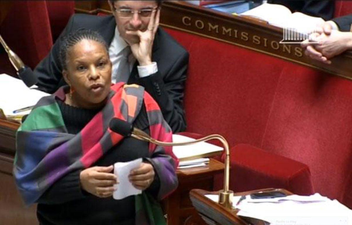 La ministre de la Justice Christiane Taubira, dans la nuit du 7 au 8 février 2013 à l'Assemblée nationale à Paris. – Capture d'écran 20 Minutes