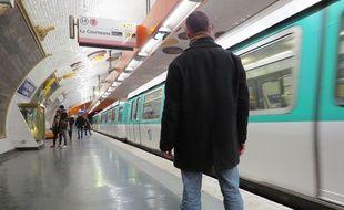 Le tagueur Azyle dans l'un de ses anciens lieux de prédilection: le métro