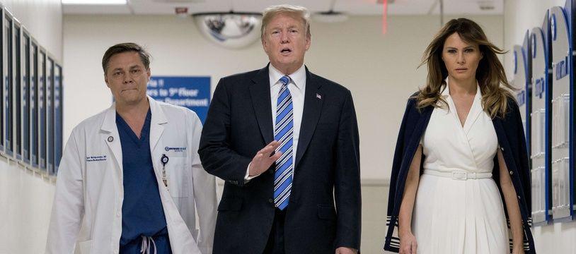Donald et Melania Trump, et le Dr. Igor Nichiporenko ont rendu visite à des victimes d'un attentat dans un lycée de Floride le 16 février 2018