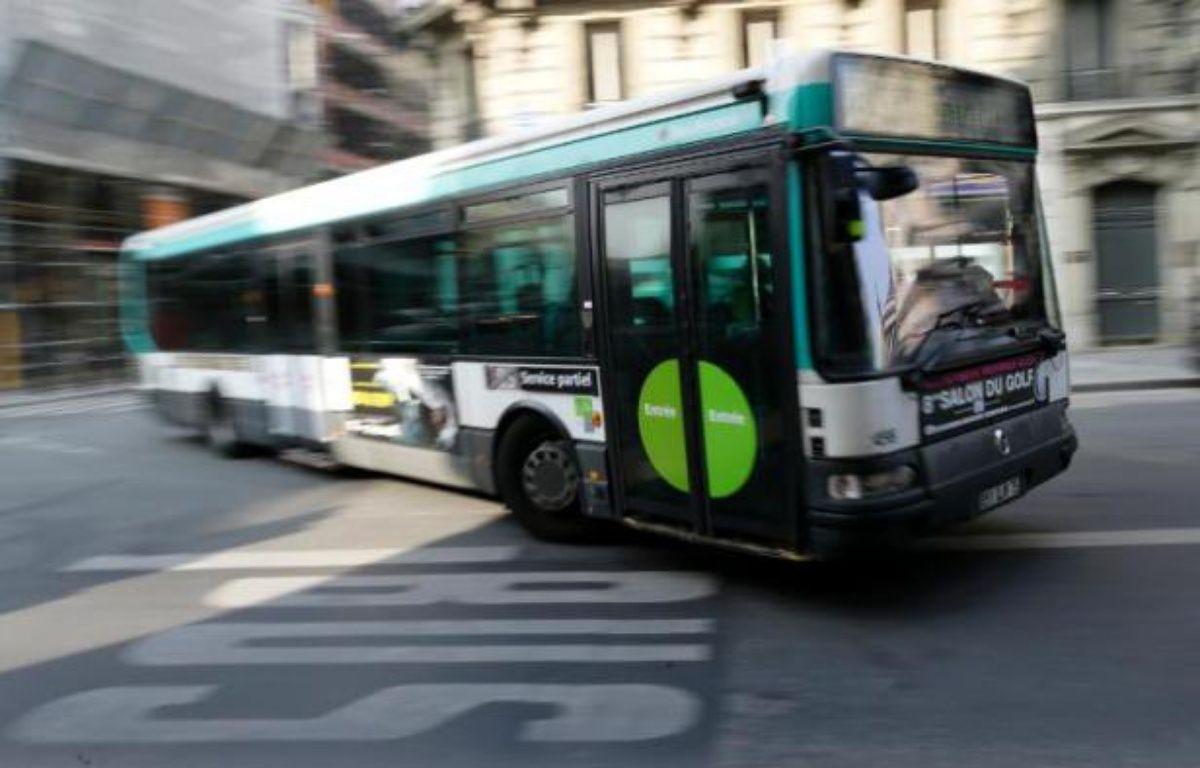 Un bus dans le centre de Paris, le 14 mars 2014 – Kenzo Tribouillard AFP