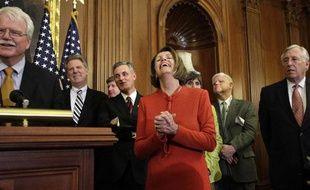 Nancy Pelosi, la chef du parti Démocrate à la chambre des représentants est tout sourire après l'adoption du projet de loi de la réforme du système de santé américain. Barack Obama se dit confiant sur le vote du Senat.