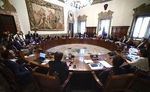 Le nouveau gouvernement de Giuseppe Conte a prêté serment, ce jeudi, pour l'investiture d'un exécutif qui s'appuie sur une majorité pro-européenne et penchant à gauche.