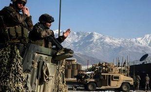 Un caporal du 27e bataillon de chasseurs alpins (27e BCA) a été tué samedi par un tir de roquette contre son blindé lors d'un accrochage avec des insurgés dans l'est de l'Afghanistan, a annoncé l'état-major des armées à Paris.