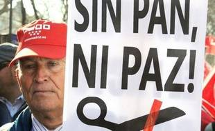 """A Madrid comme à Barcelone, les deux principales villes du pays, des dizaines de milliers de manifestants avaient répondu à l'appel des syndicats, pour protester contre cette réforme qui va selon eux """"accélérer la destruction d'emplois""""."""