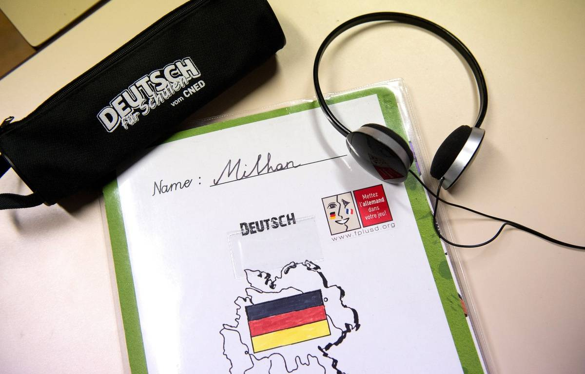 Un cahier d'allemand au collège. – CHAMUSSY/SIPA