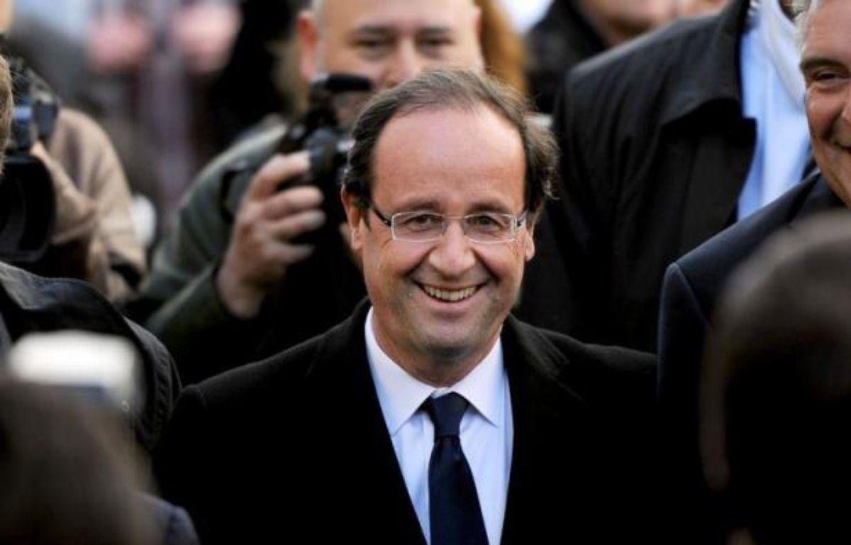 """François Hollande entend, s'il est élu, """"supprimer le délit de racolage passif instauré par Nicolas Sarkozy"""" en 2003, dans un entretien au site internet Seronet.info publiée en mars, une annonce qualifiée de """"naïve"""" et """"laxiste"""" par l'UMP. – Denis Charlet afp.com"""