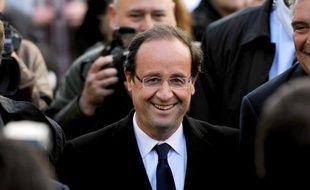 """François Hollande entend, s'il est élu, """"supprimer le délit de racolage passif instauré par Nicolas Sarkozy"""" en 2003, dans un entretien au site internet Seronet.info publiée en mars, une annonce qualifiée de """"naïve"""" et """"laxiste"""" par l'UMP."""