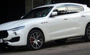Une Maserati Levante, comme celle que le futur marié conduisait vendredi soir à Thionville, avant heurter un muret.