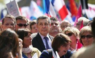 """Le député UMP Henri Guaino a affirmé qu'il continuerait à manifester après l'adoption prévue mardi à l'Assemblée nationale du mariage pour tous, """"jusqu'à ce que le président de la République entende la voix de tous ces Français qui demandent à ce que le peuple soit consulté"""" par référendum."""