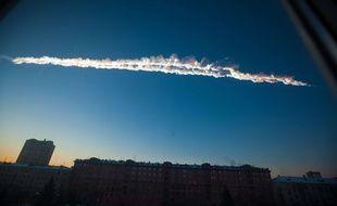 Signe du passage d'une météorite au-dessus de la ville russe de Chelyabinsk, le 15 févirer 2013.