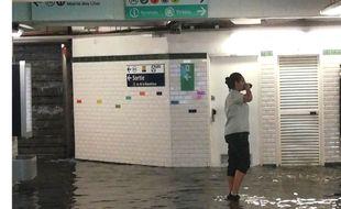 Capture d'écran Twitter. Inondation dans une station de métro parisienne le 9 juillet 2017.
