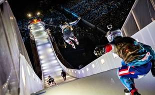 Un patineur du Red Bull Crashed Ice.