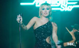 La chanteuse Miley Cyrus sur le plateau du Tonight Show de Jimmy Fallon