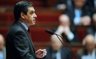 """Le Premier ministre François Fillon s'est engagé lundi à ce que le rétablissement de l'électricité dans les zones touchées par la tempête soit """"quasi complet d'ici la fin de la semaine"""", à l'issue d'une réunion à Matignon."""