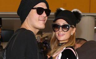Paris Hilton et son fiancé Chris Zylka le 26 décembre 2017 à Los Angeles.