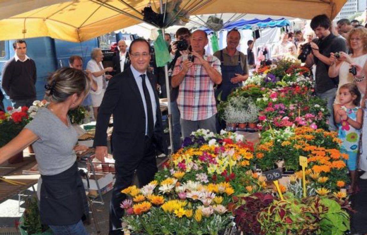 François Hollande sur un marché de Tulle, le 31 juillet 2012. – Pierre Andrieu afp.com