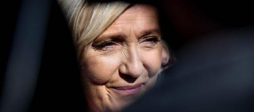 Marine Le Pen dans un trou noir.