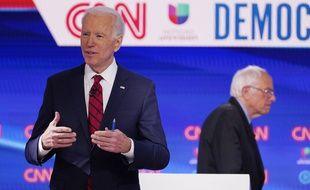 Après de longs mois de rivalité, Bernie Sanders annonce son ralliement à son ex-adversaire, Joe Biden.