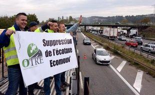 Plusieurs milliers de camions devraient bloquer les routes ce samedi dans l'Hexagone, à l'appel de la fédérations de transporteurs routiers OTRE, qui réclame un abandon de l'écotaxe, dont aucune date de mise en place n'a été arrêtée.