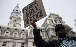 Un manifestant à Philadelphie réclame la justice pour Freddie Gray, le 30 avril 2015.