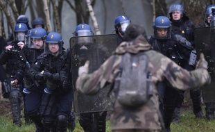 Intervention des gendarmes au cœur de la ZAD de Notre-Dame-des-Landes.