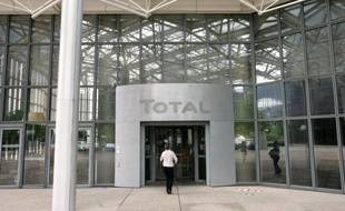 Total va déposer un recours contre l'Etat pour l'abrogation de son permis d'exploration de gaz de schiste dans le sud de la France, qu'il juge non conforme à la loi, a annoncé samedi son PDG Christophe de Margerie