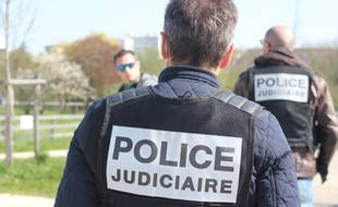 Illustration d'agents de la police judiciaire.