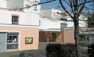 L'école du Mas de la Raz à Villefontaine où ont eu lieu les viols présumés.