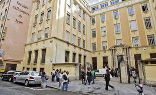 La catho vendra ses bâtiments de la rue du Plat (2e) pour investir dans son nouveau site.