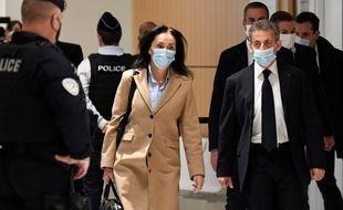Paris, le 23 Novembre 2020. Nicolas Sarkozy arrive au tribunal judiciaire de Paris, accompagné de son avocate Jacqueline Laffont.