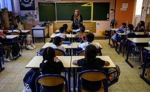 Illustration d'une salle de classe dans une école marseillaise