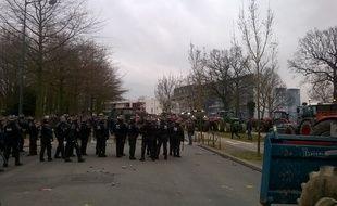 La tension est monté d'un cran en milieu d'après-midi devant la préfecture d'Ille-et-Vilaine à Rennes.